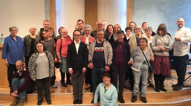 En kyrka med alla - gruppbild